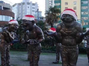 Yue Minjun_Amazing Laughter_Santa Hats
